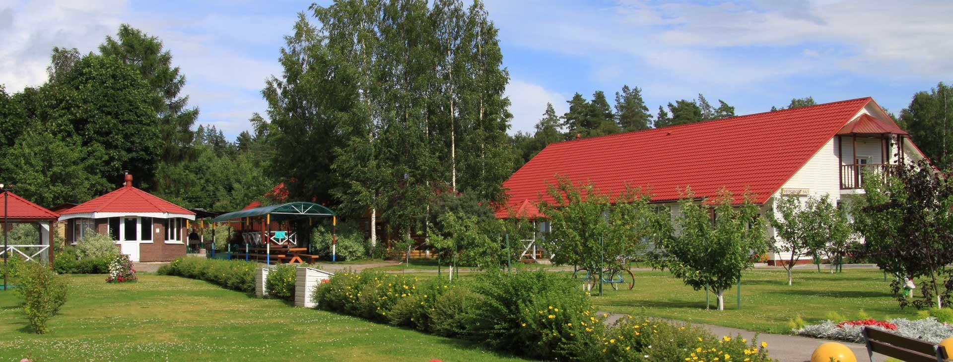 Территория базы отдыха Розовая дача