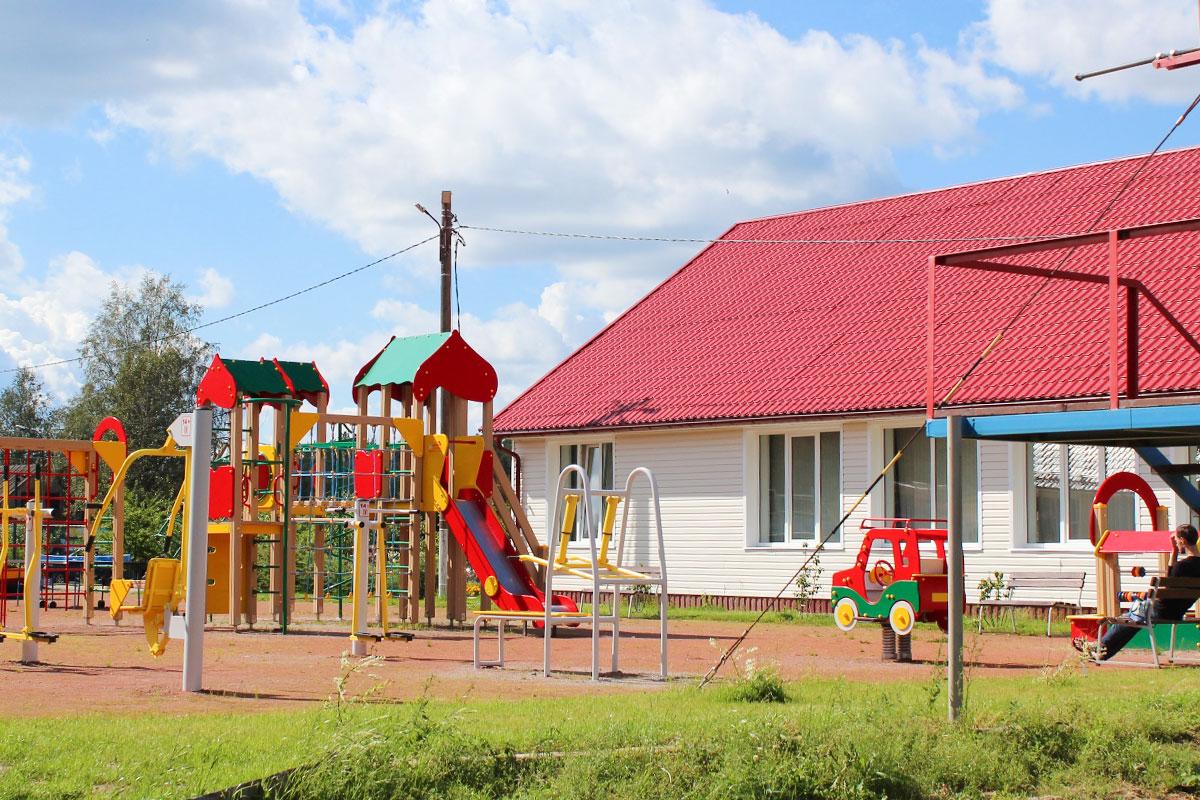 Площадка для детей от 3 до 10 лет. База отдыха Розовая дача