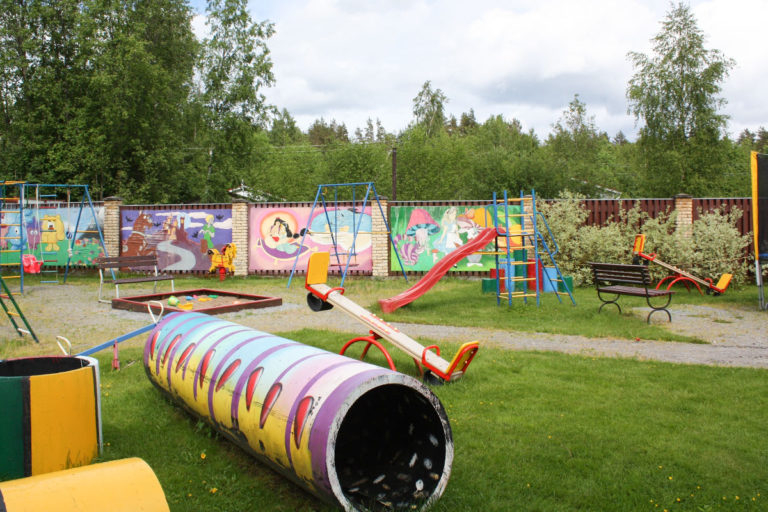 Площадка для детей от года до трёх лет. База отдыха Розовая дача