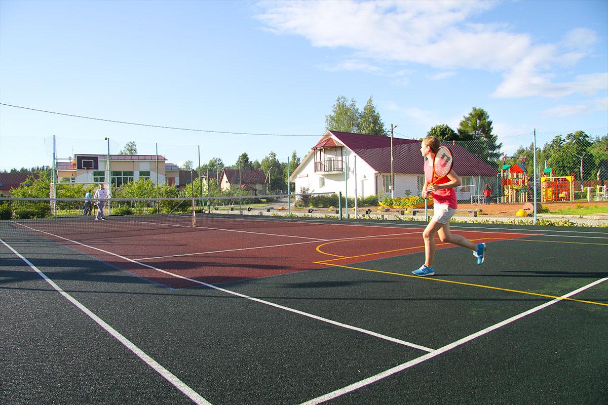 Поиграть в большой теннис. База отдыха Розовая дача
