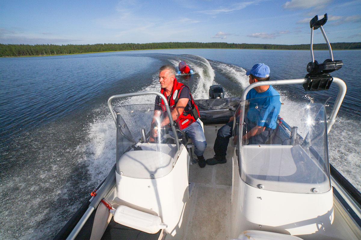 Прогулка на катере по озеру Отрадное. База отдыха Розовая дача