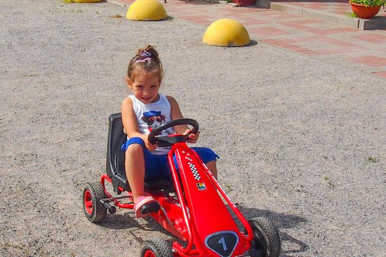 Детская машинка с педалями. База отдыха Розовая дача
