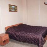 Вторая спальня второго этажа. Коттедж для двух семей. База отдыха Розовая дача.