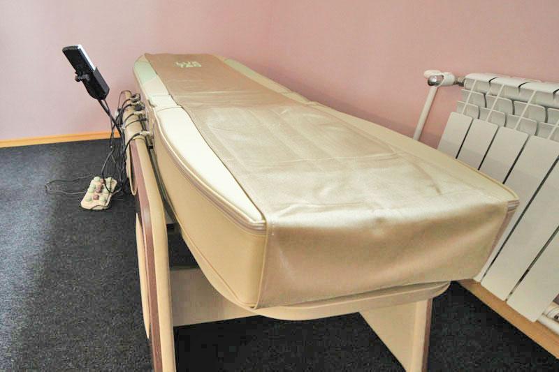 Массажная кровать. База отдыха Розовая дача