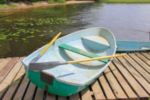 Лодка Пелла с 2 веслами. База отдыха Розовая дача