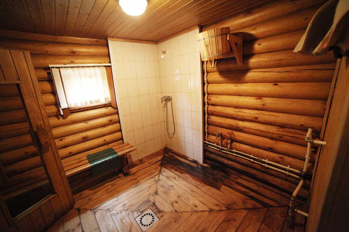 Моечная в русской бане. База отдыха Розовая дача