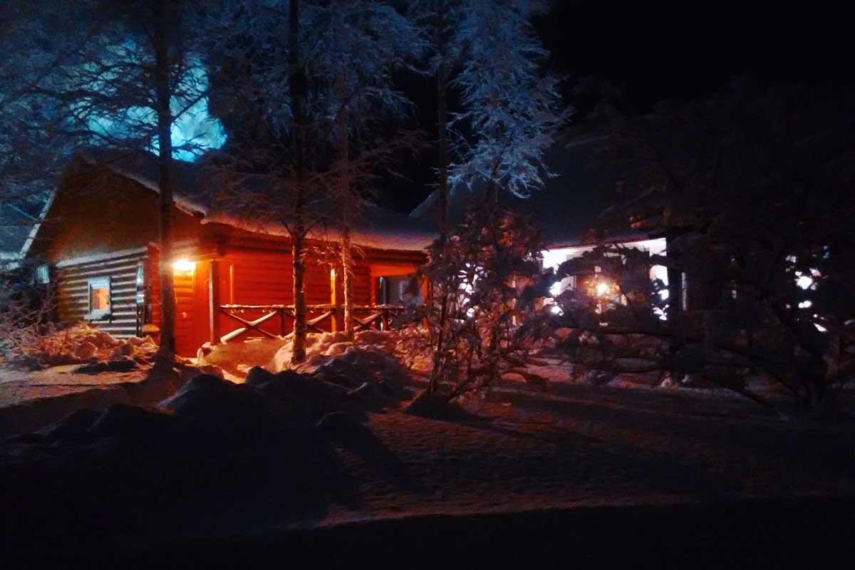 Здание бани в снегу. База отдыха Розовая дача